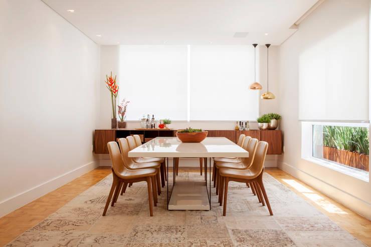 Design Brasileiro: Salas de jantar  por Helô Marques Associados