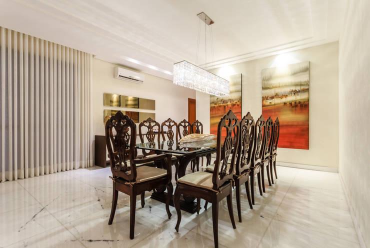 Apartamento Lourdes: Salas de jantar  por Morávia - Arquitetura e Interiores