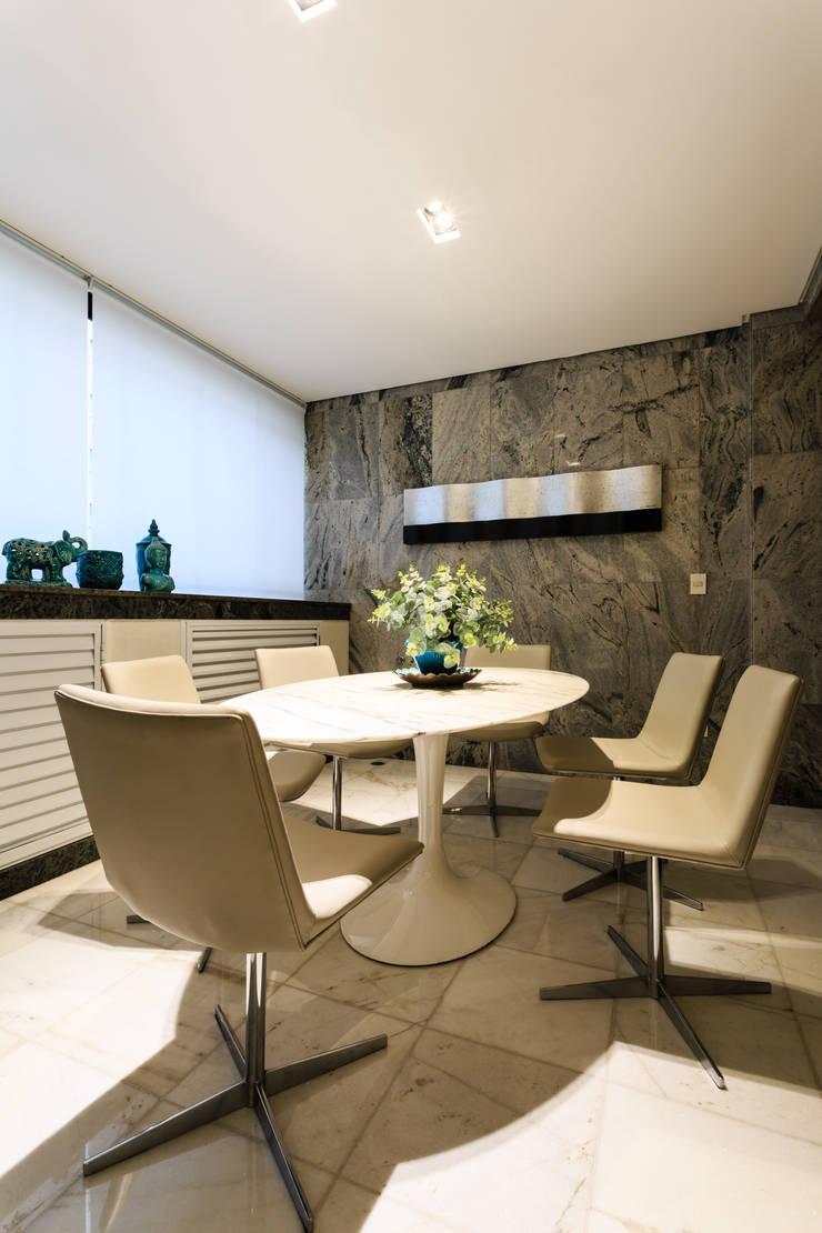 Apartamento Lourdes: Terraços  por Morávia - Arquitetura e Interiores