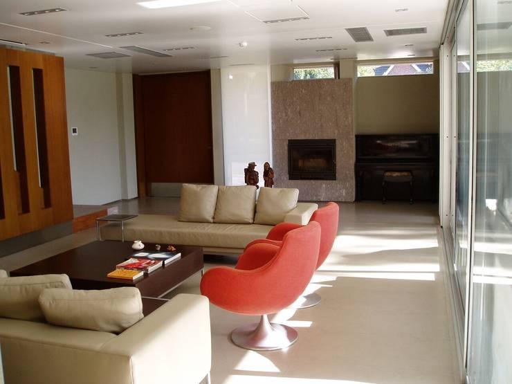 Casa NR: Livings de estilo  por gatarqs
