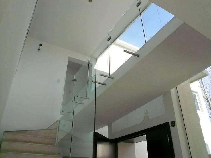Casa Guinter: Terrazas de estilo  por Estudio d360