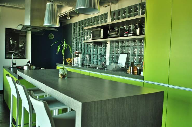 APARTAMENTO SIERRAS: Cocinas de estilo  por santiago dussan architecture & Interior design