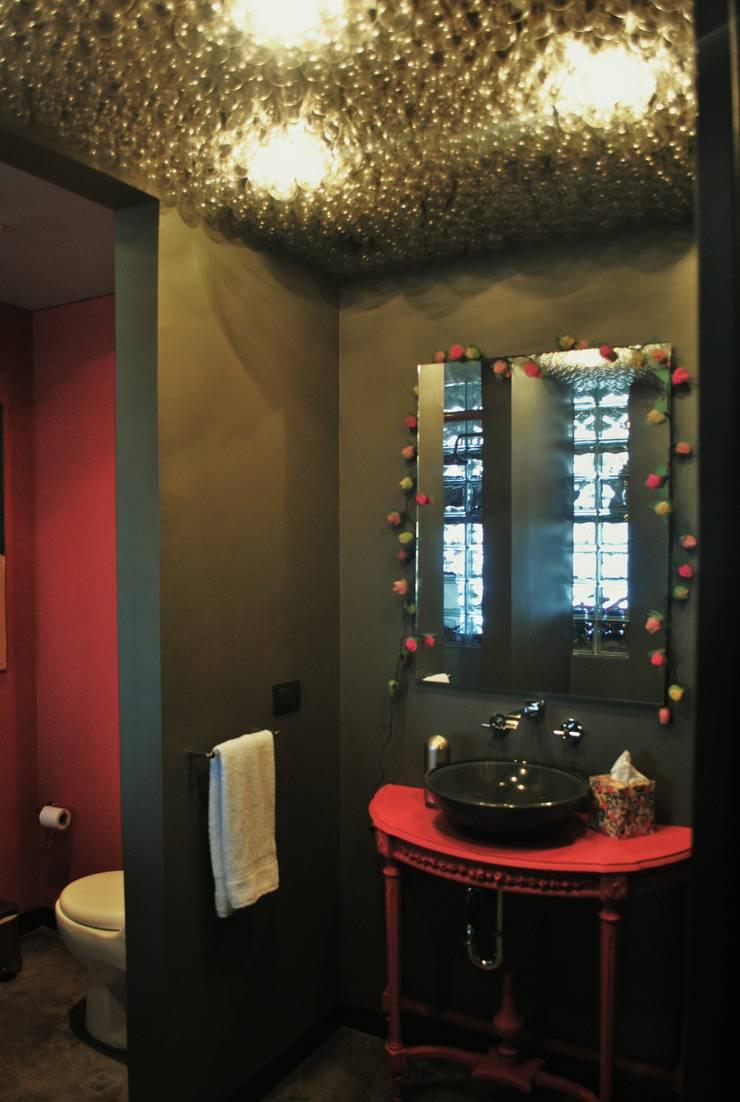 Baños de estilo  de santiago dussan architecture & Interior design