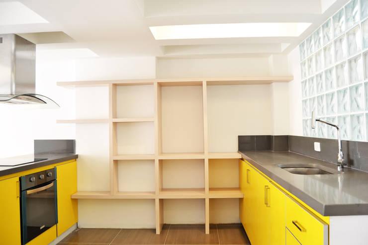 APARTAMENTO 62: Cocinas de estilo  por santiago dussan architecture & Interior design