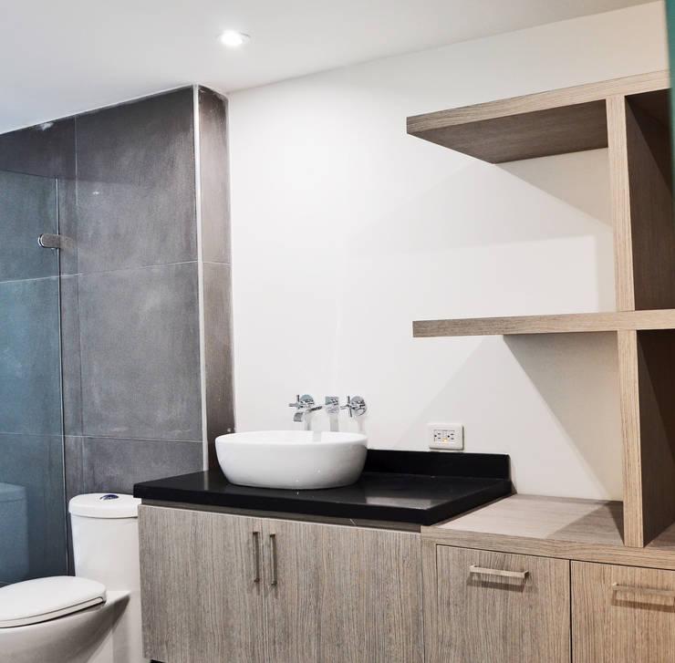 APARTAMENTO 62: Baños de estilo  por santiago dussan architecture & Interior design