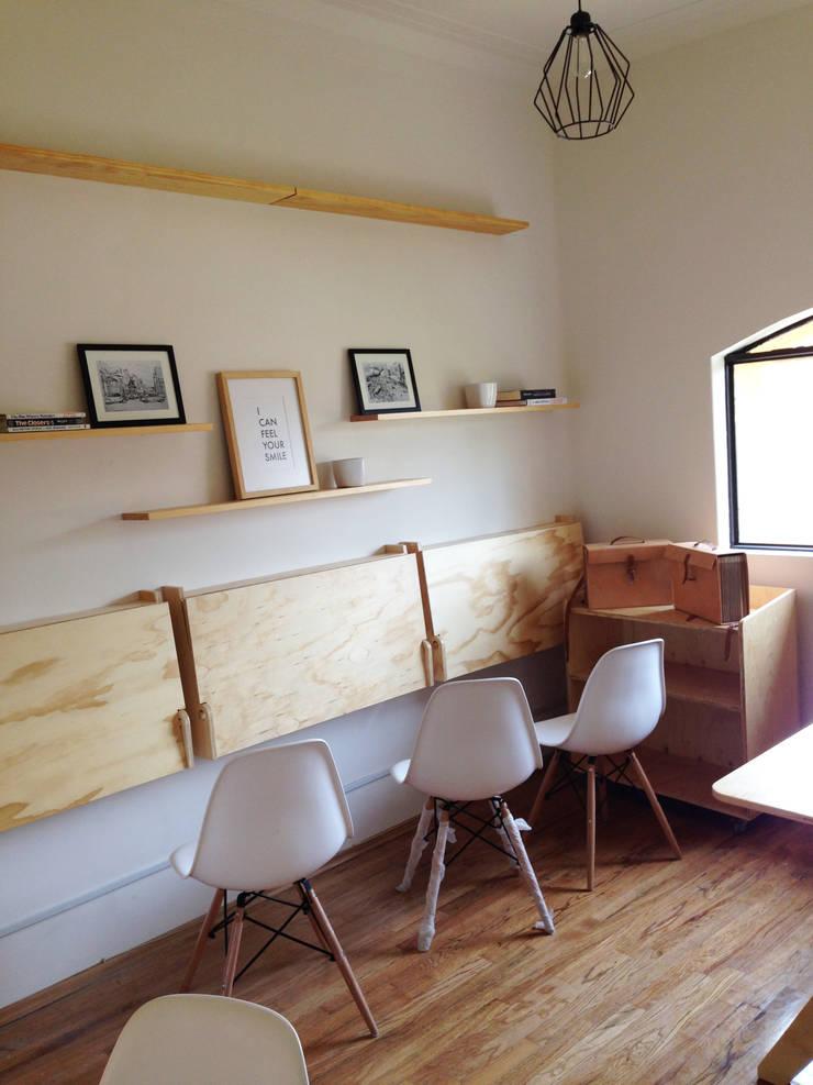OFICINA4: Oficinas y tiendas de estilo  por Clorofilia