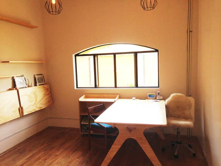 OFICINA1: Oficinas y tiendas de estilo  por Clorofilia