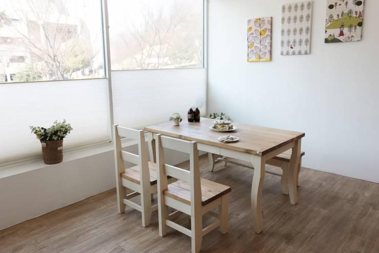 라임식탁: 친환경원목가구 나무숨의  다이닝 룸