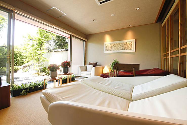 ヒーリングストーンカウチ 導入事例:三重県志摩市 汀渚 ばさら邸様 Healing Stone Couch at Basara-tei, Mie, Japan: 株式会社ヒーリング HEALING. Co., Ltd.が手掛けたバルコニー&ベランダ&テラスです。