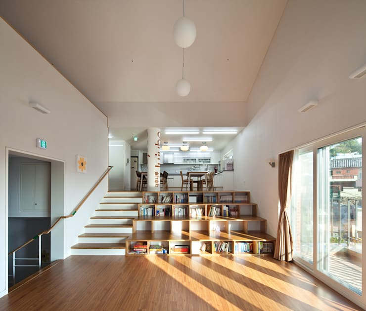 SOOGOOK VILLAGE: 건축사사무소 오퍼스의  거실
