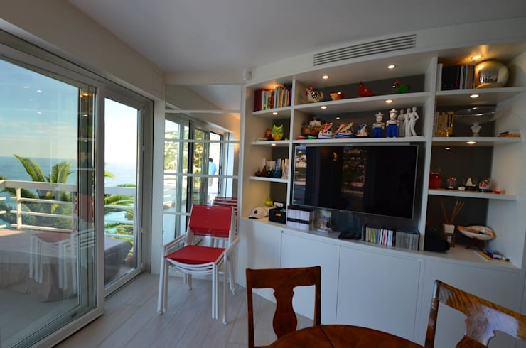 appartement roquebrune cap martin : Salle à manger de style  par kmmarchitecture