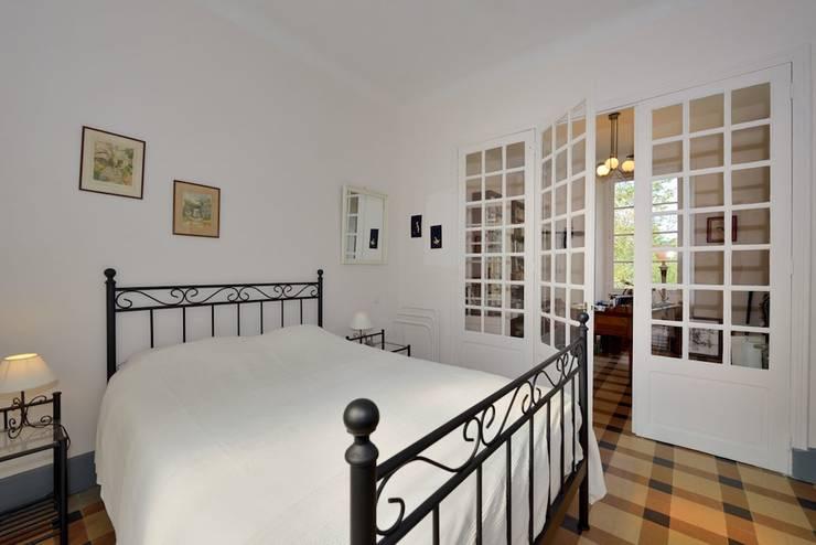 Projekty,  Sypialnia zaprojektowane przez JOSE MARCOS ARCHITECTEUR
