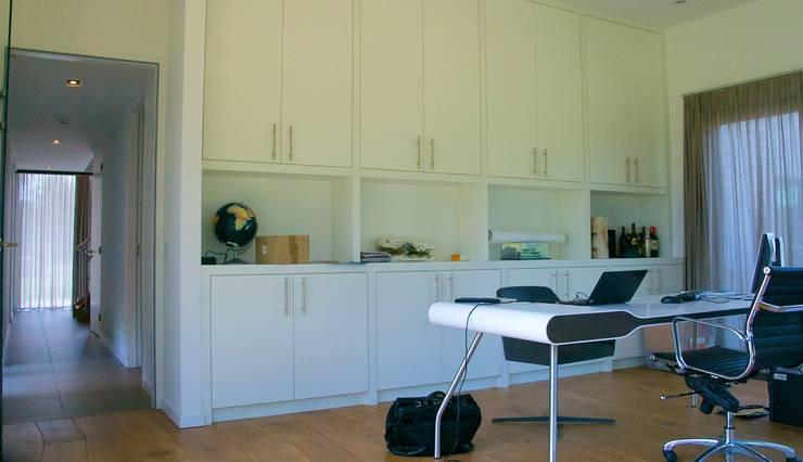 Prachtige villa op bijzonder landgoed in De Achterhoek:  Studeerkamer/kantoor door ARX architecten