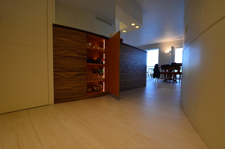 appartement roquebrune cap martin : Dressing de style de style Moderne par kmmarchitecture