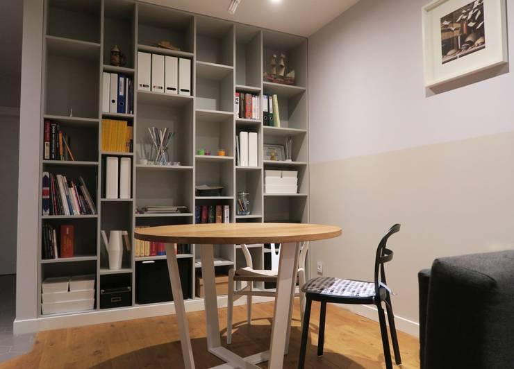 Regał na wymiar do salonu na książki: styl , w kategorii Korytarz, hol i schody zaprojektowany przez Szafawawa