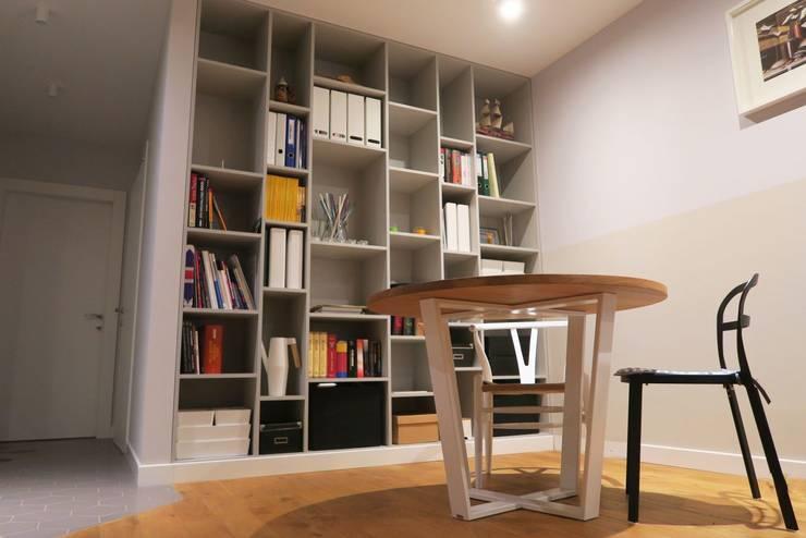 Regał na wymiar do salonu na książki: styl , w kategorii Salon zaprojektowany przez Szafawawa