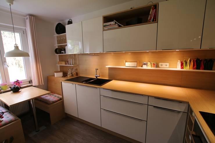 Kleine Küche in Eiche Weiß von Schreinerei Möbel - Holzsport ...