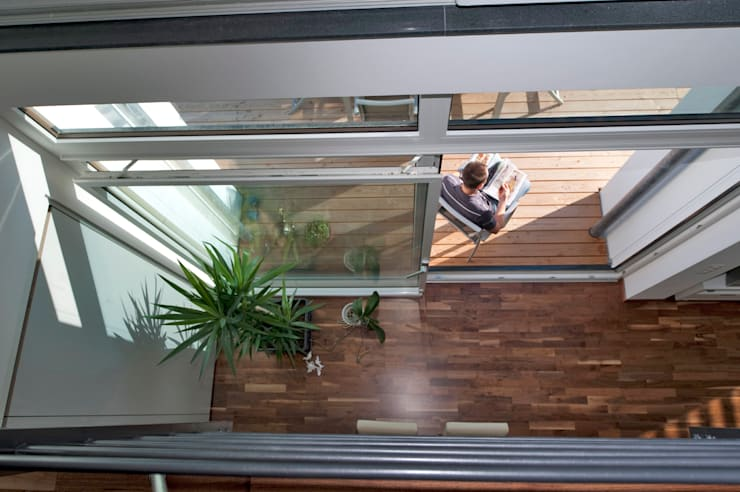Balcones y terrazas de estilo moderno de Hauptvogel & Schütt Planungsgruppe Moderno