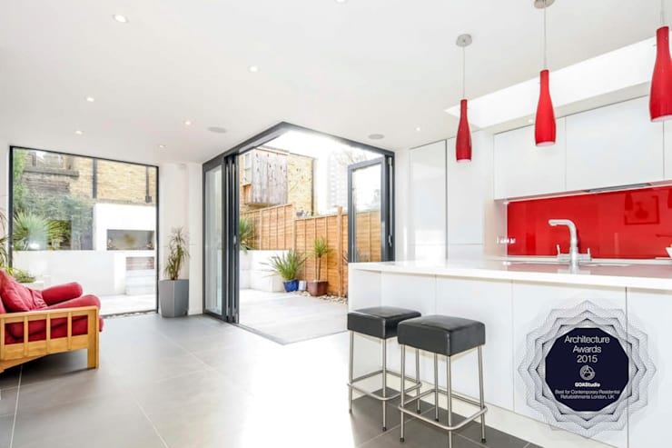 Architect designed rear house extension Herne Hill SE24 Lambeth – Kitchen and garden view:  Bathroom by GOAStudio | London residential architecture