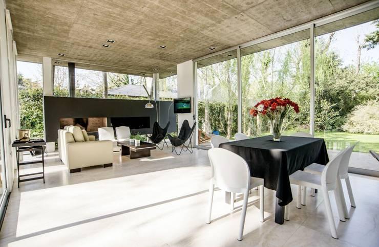Casa AP: Livings de estilo  por Felipe Gonzalez Arzac