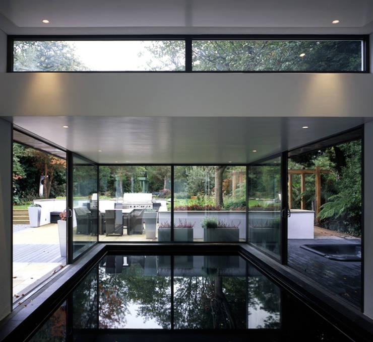 Piscinas modernas por KSR Architects