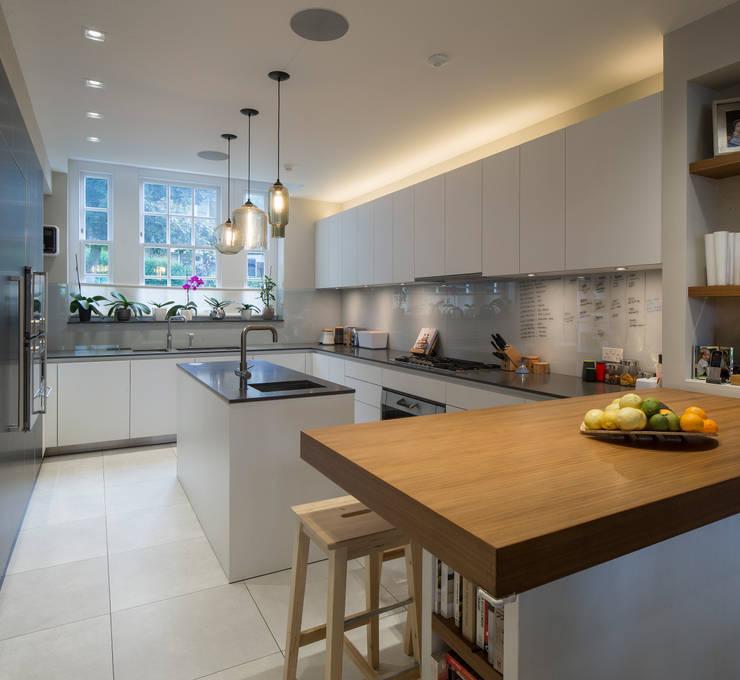KSR Architects | Hampstead Village Home | Kitchen: modern Kitchen by KSR Architects