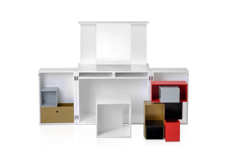DUO: Bureau de style  par Mini Archi