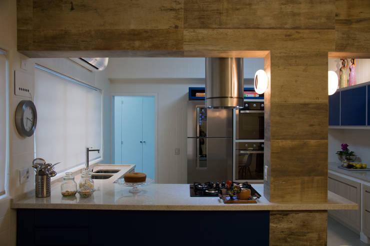 Cocinas de estilo  de arquiteta aclaene de mello, Ecléctico