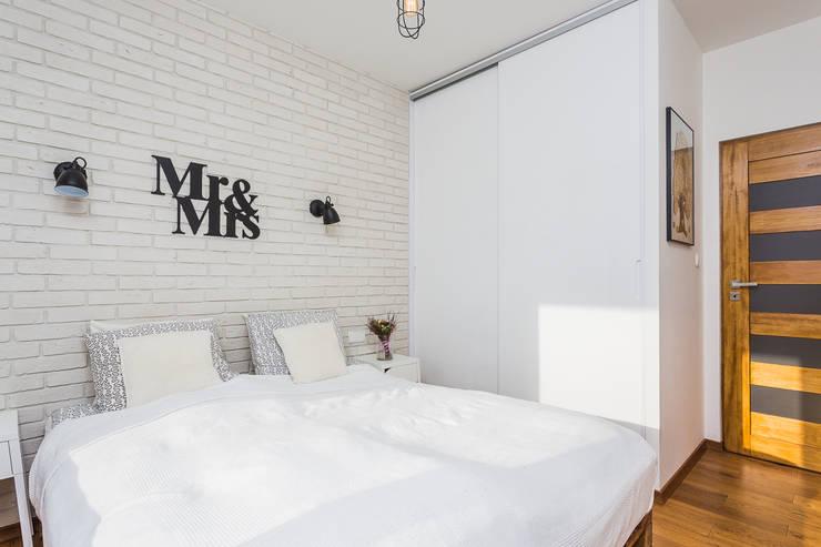 Dormitorios de estilo escandinavo de Kameleon - Kreatywne Studio Projektowania Wnętrz