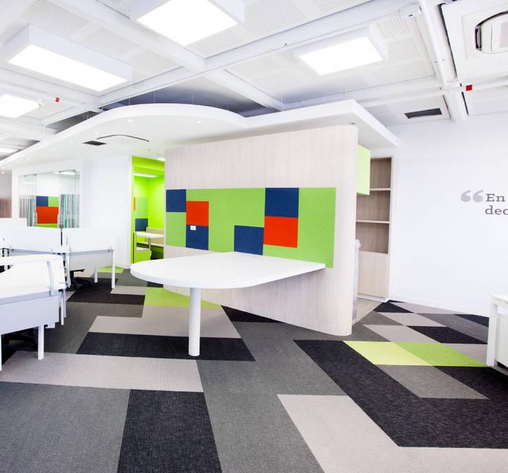 Publicaciones Semana : Oficinas y Tiendas de estilo  por HGC Arquitectos, Moderno