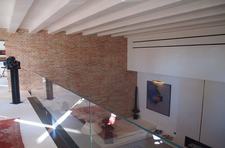 Corridor, hallway by studi di progettazione riuniti