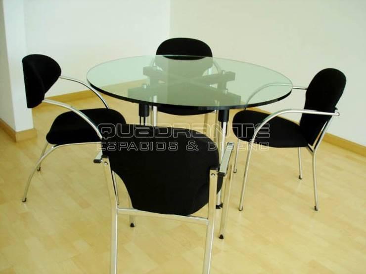 Mobiliario de reunión: Estudio de estilo  por Quadrante Espacios y Diseño Ltda