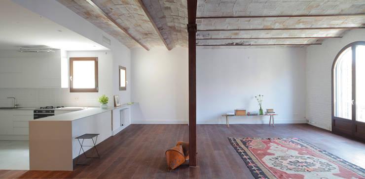 eclectische Woonkamer door Alex Gasca, architects.