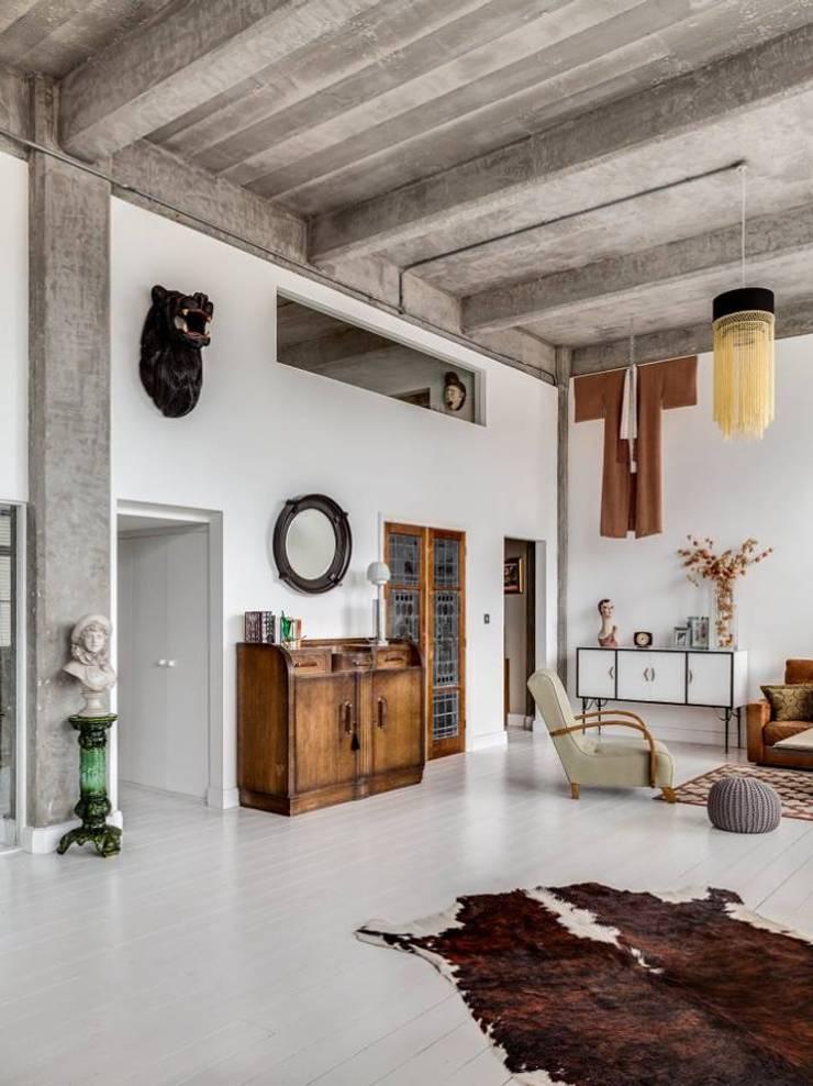 O estilo vintage de Hackney: Salas de estar  por MOSAIC DEL SUR