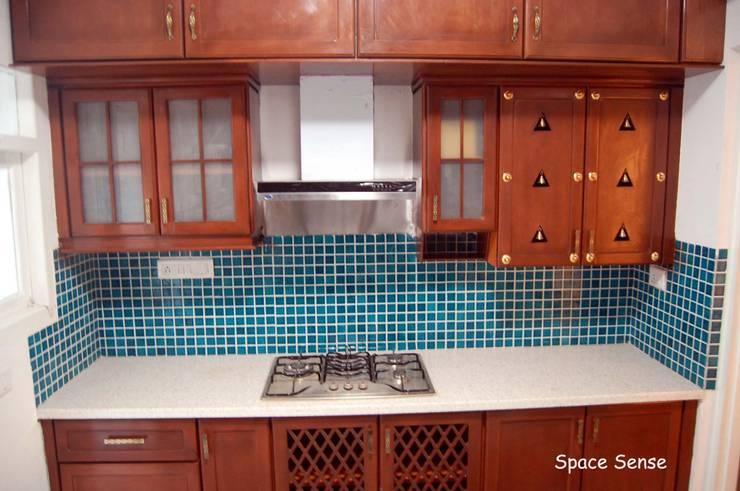 Private apartment: modern Kitchen by Space Sense