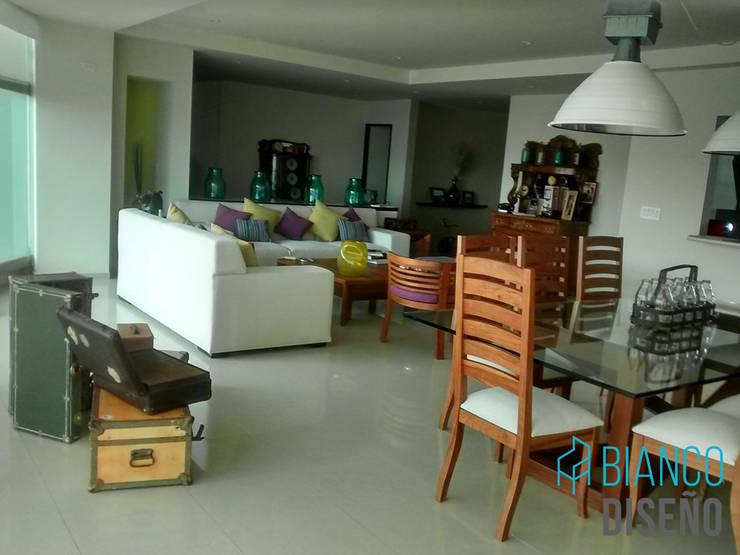 Sala 4: Salas de estilo  por Bianco  Diseño