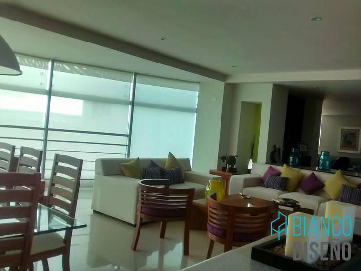 Sala 5: Salas de estilo  por Bianco  Diseño