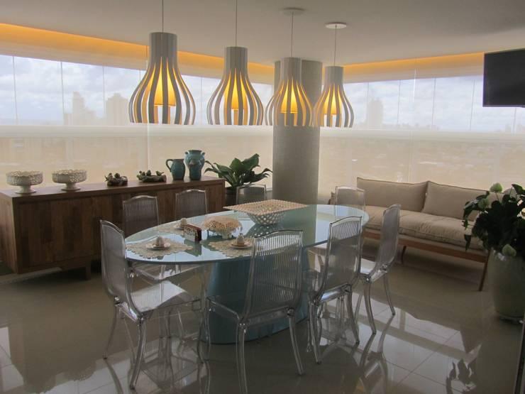 Apartamentos no Edifício Ecoliving: Terraços  por Sandra Kátia Junqueira