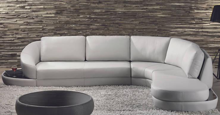 Sofás de canto Corner sofás www.intense-mobiliario.com  Prince http://intense-mobiliario.com/product.php?id_product=356: Sala de estar  por Intense mobiliário e interiores;