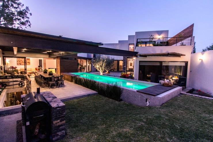 Jardines de estilo  por Loyola Arquitectos