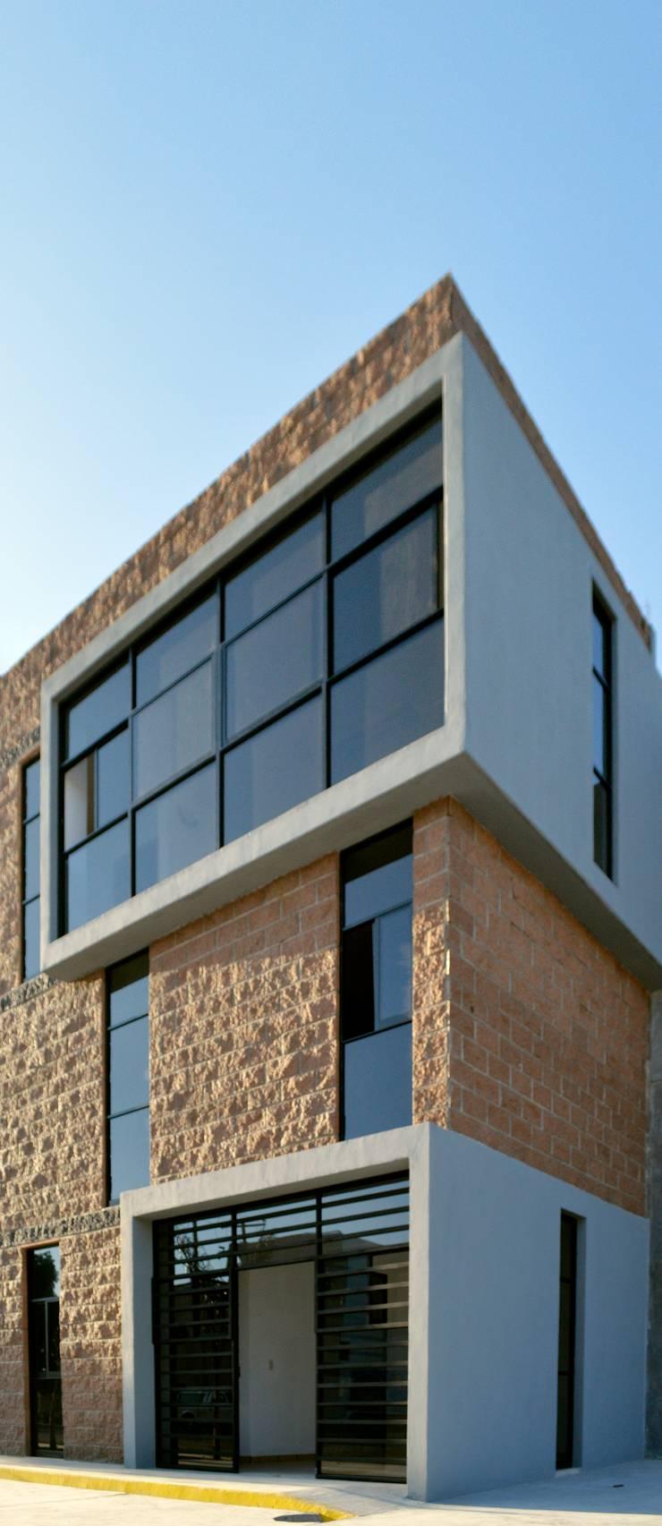 [Oficina JDP]: Edificios de Oficinas de estilo  por Wowa