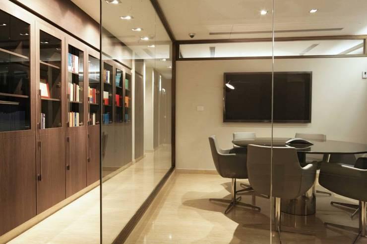 VAV - Abogados: Oficinas de estilo  por PA - Puchetti Arquitectos
