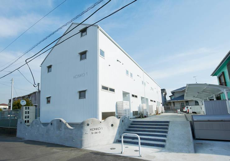 子育てテラスハウス KONKO1: 一級建築士事務所あとりえが手掛けた家です。,