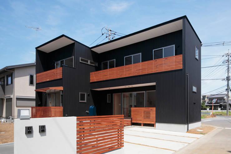 カフェライブラリーの家: 一級建築士事務所あとりえが手掛けた家です。