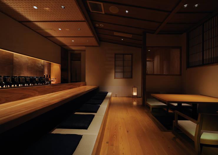 カウンター席: 中川デザイン事務所が手掛けたレストランです。