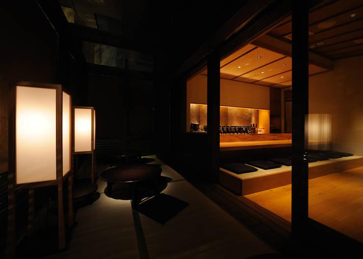 縁側席: 中川デザイン事務所が手掛けたレストランです。