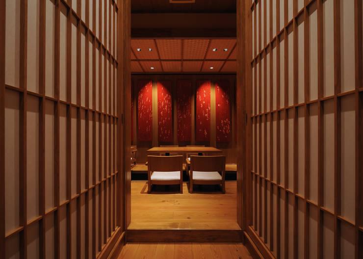 掘りごたつ席: 中川デザイン事務所が手掛けたレストランです。