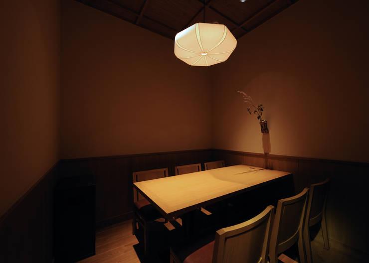 個室席: 中川デザイン事務所が手掛けたレストランです。