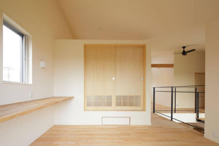 晴耕雨読の家 モダンスタイルの寝室 の 一級建築士事務所あとりえ モダン