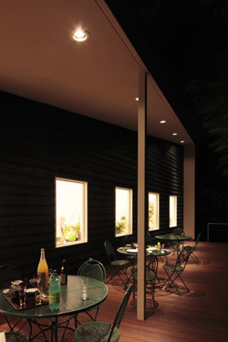 丘の上のレストラン(日本料理レストラン hitachino-ISHIZAKI): 一級建築士事務所あとりえが手掛けたテラス・ベランダです。